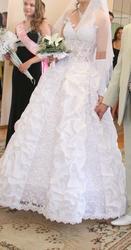 Продам свадебное платье в отличном состоянии .
